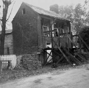 House on lower Main Street in Waterford, Virginia before its restoration